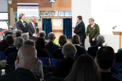 Hon. Senator Scott Ryan unveiling plaque